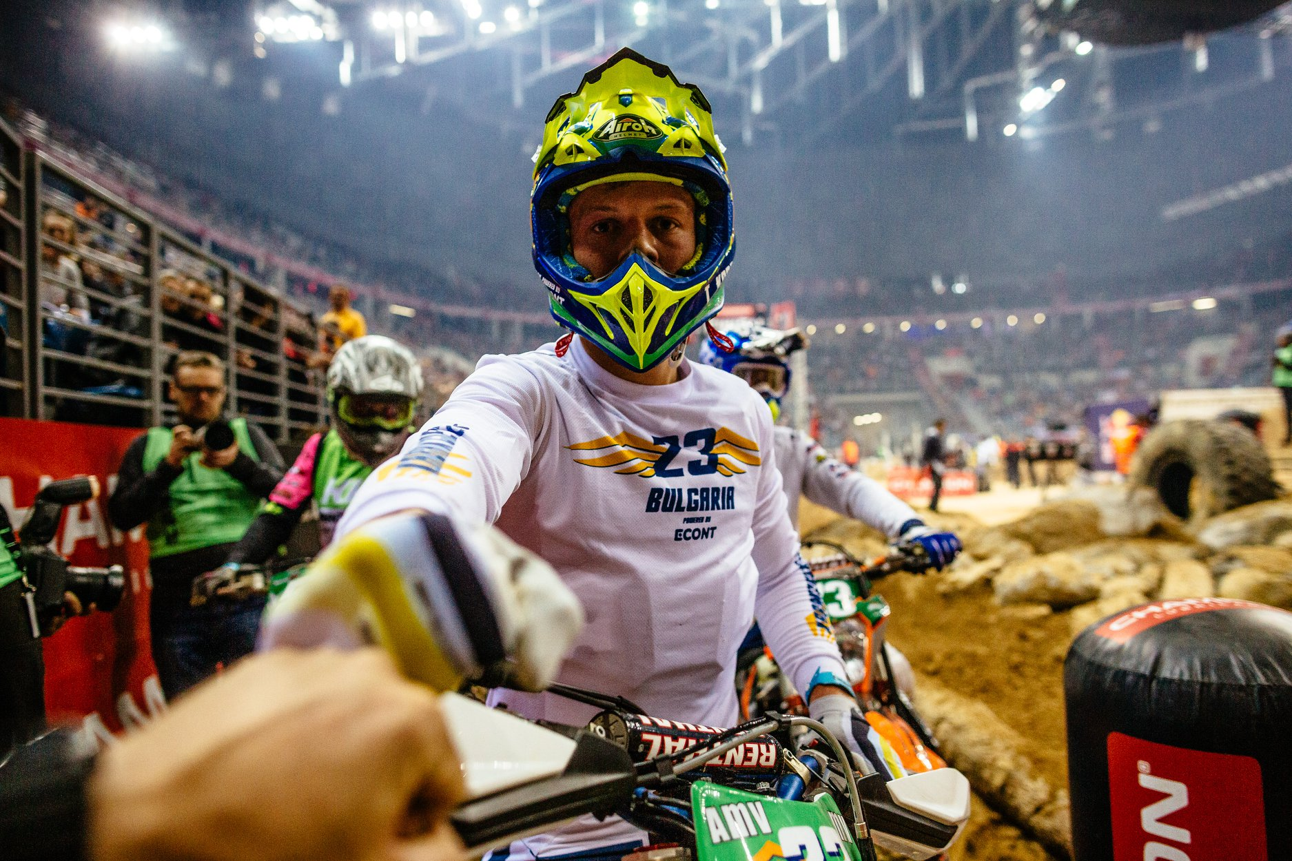 Teodor Kabakchiev in Superenduro Krakow giving a highfive